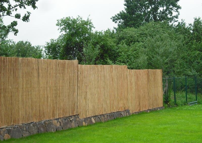 Забор-сетка с тростниковыми матами