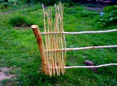 Вертикальный забор из прутьев