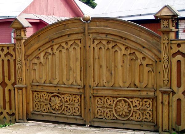 резные деревянный ворота