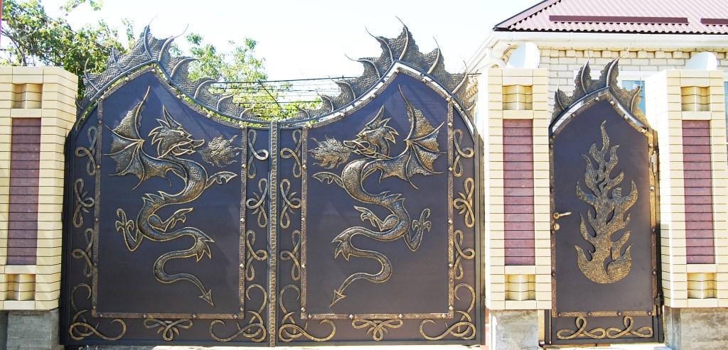 декоративные стальные ворота с драконами
