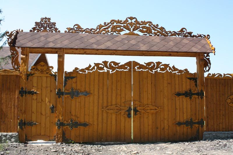 деревянные ворота с перголой