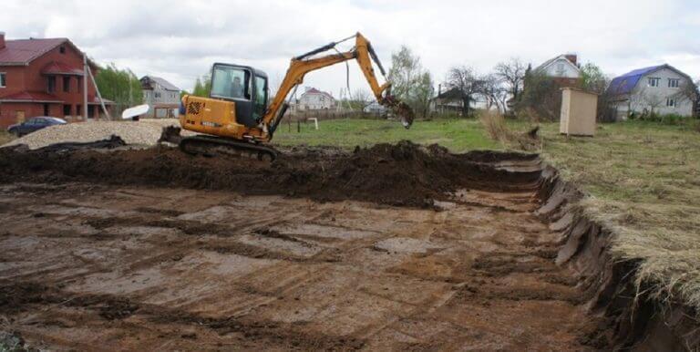 Фотография № 1: выравнивание участка методом удаления лишнего грунта